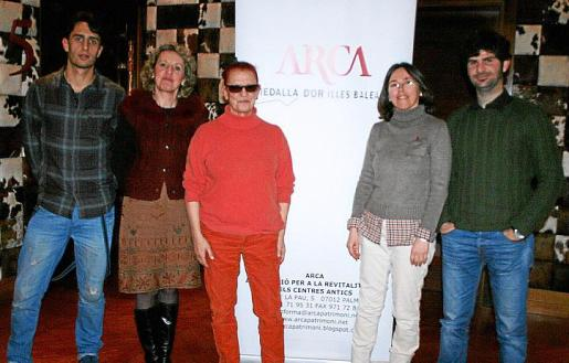 Galardonados por su contribución a la protección de nuestro patrimonio histórico artístico: Pablo Galera, Paquita Canals, Caterina Garcías, Bárbara Suau y Jaume Deyá.