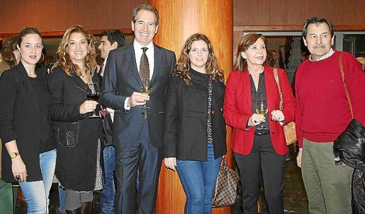 Inma Mascaró, Tiffany Blackman, Agustín Santolaya, Margaret Mercadal, Carmen Bañobre y Josep Oliver.