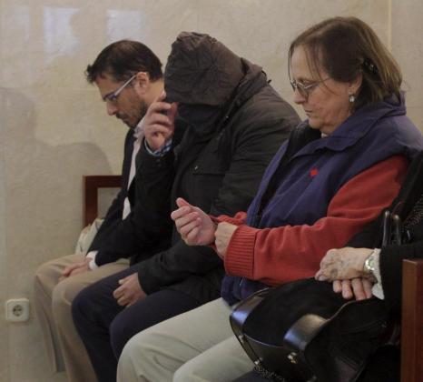 Miguel Ángel Bonet (izq.), ha comparecido ante el juez como imputado en el caso Ibatur.
