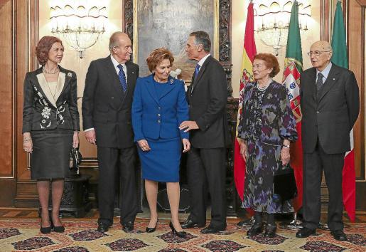 Don Juan Carlos y doña Sofía con los presidentes de Portugal e Italia y sus respectivas esposas.
