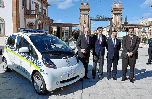 El acto estuvo presidido por el alcalde de Málaga y representantes de las empresas d el proyecto Zem2All.