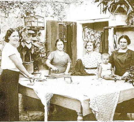 Las 'planxadores' de Ca na Moreia desarrollaban una labor impecable igual que los 'gerrers' Joan y Miquel Magraner.