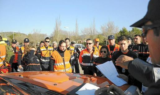 Los distintos grupos de voluntarios recibieron orientaciones acerca de las zonas asignadas.