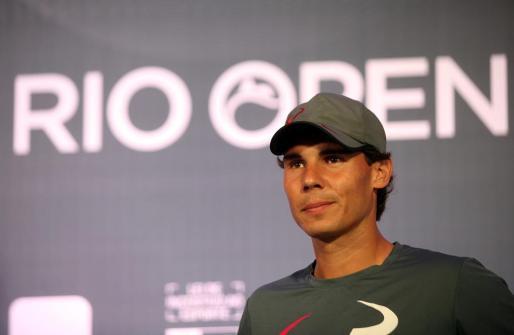 El tenista español, Rafael Nadal, participa en una rueda de prensa sobre el Abierto de Río de Janeiro.