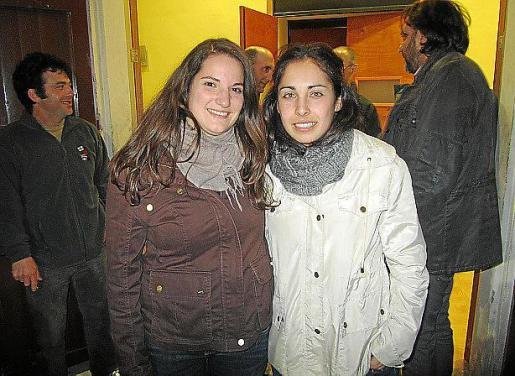 Mar Bauzá y Cristina Ríos después de conocer el resultado.