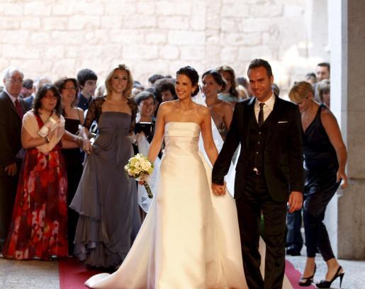 Los novios, tras casarse en la Almudaina.