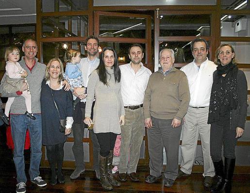 Jaime Enseñat y Ana, Chiqui Artigues, Fernando Enseñat e Inés, Cristina Martín, José María Enseñat, Guillermo y Sebastià Reus y Catalina Enseñat.