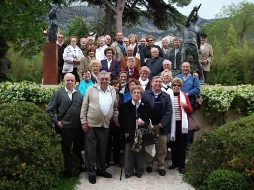 Pere A. Serra, presidente de la Fundació Tren de l'Art, junto a miembros de la Asociación de Amigos de los Molinos.