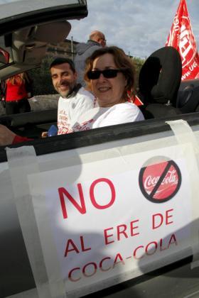 Caravana de coches para protestar por el cierre de Coca Cola