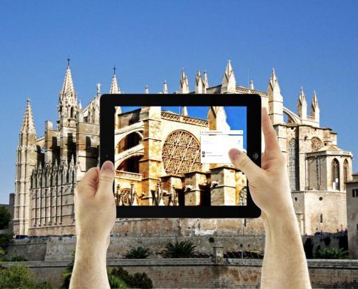 Simulación de cómo con una simple aplicación para tablet se puede tener información in situ de los principales monumentos de Palma.