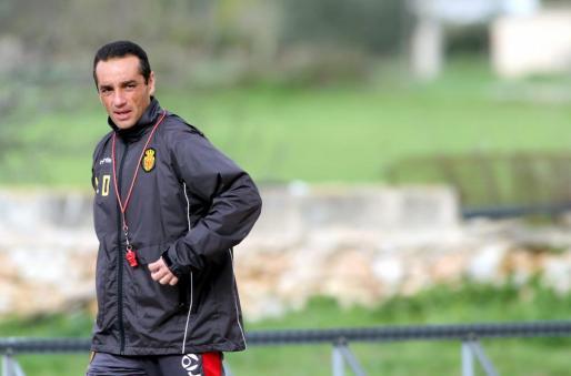 Oltra, dirigiendo la pasada semana un entrenamiento del Real Mallorca.