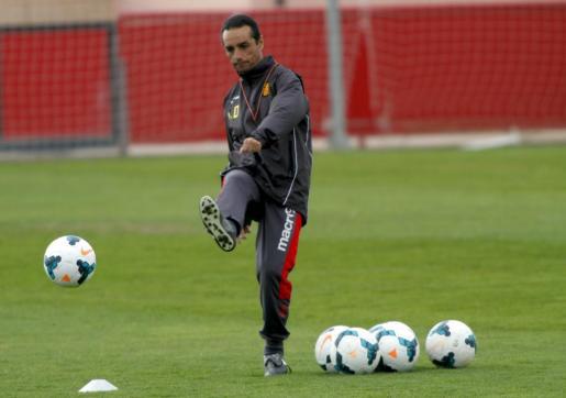 Oltra, ayer, en lo que parecía que iba a ser su último entrenamiento del Real Mallorca.