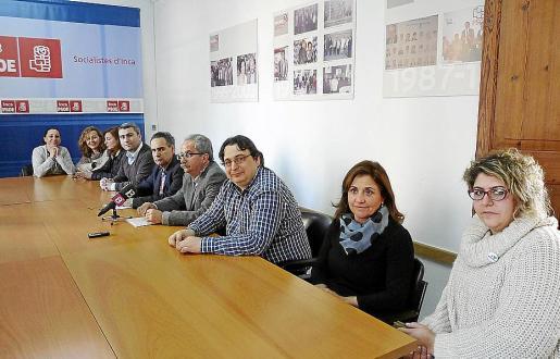 Los regidores de la oposición, ayer, en la sede del PSOE de Inca.