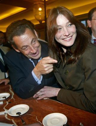 Nicolas Sarkozy y su esposa Carla Bruni, en una imagen de archivo.