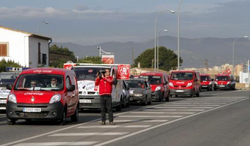 Caravana de protesta protagonizada por trabajadores de Coca Cola en Palma el pasado mes de febrero.