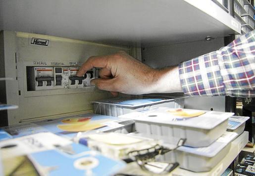 El cuadro eléctrico es la primera protección, pero conviene adaptar el cableado interior.