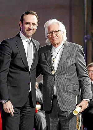 José Ramón Bauzá entregó la Medalla d'Or de la Comunitat a Miquel Fluxà.