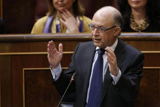 El ministro de Hacienda, Cristóbal Montoro, durante su intervención hoy en la sesión de control al Gobierno.