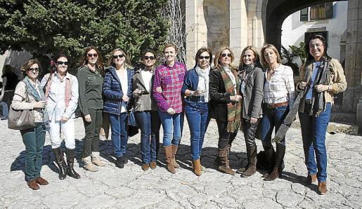 Leles Alemany, Carmen Vidal, Virginia Basañe, Eugenia Solé, Chuni Clar, Isabel Muñoz, Mamen Sánchez, Pamem Fournier, Gari Durán, Lola Cerdó y María José Grau.
