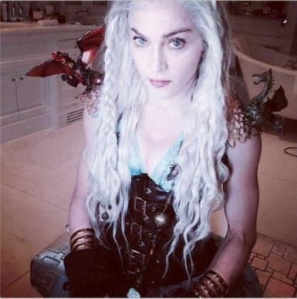 Madonna, ataviada como Daenerys Targaryen, de 'Juego de Tronos'.