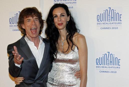 La diseñadora L'Wren Scott con Mick Jagger en una foto de archivo.