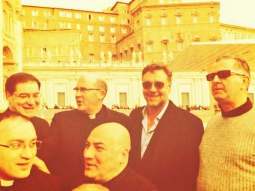 El actor australiano Russell Crowe ha publicado varias imágenes de su visita a El Vaticano.