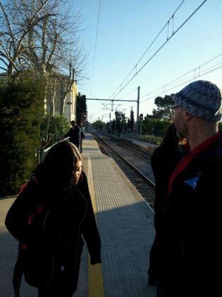 Usuarios del tren, esperando.
