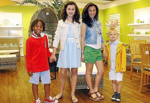 Un grupo de niños y niñas que participaron en el desfile de la última edición del concurso Modelo por un Día.