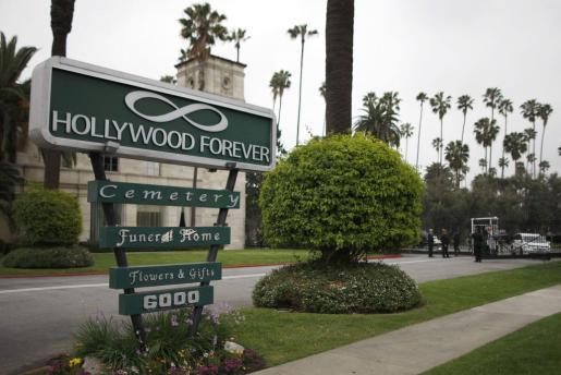 En el cementerio Hollywood Forever se celebró el funeral.