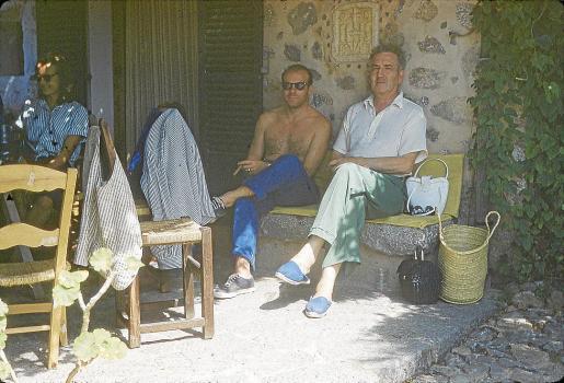 Ricardo Sicre, en una imagen muy familiar con Robert Graves en Mallorca.