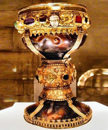 Imagen del cáliz de doña Urraca, en la basílica leonesa de San Isidoro.