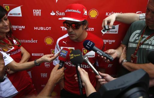Fernando Alonso, hoy en el circuito de Sepang atendiendo a la prensa.
