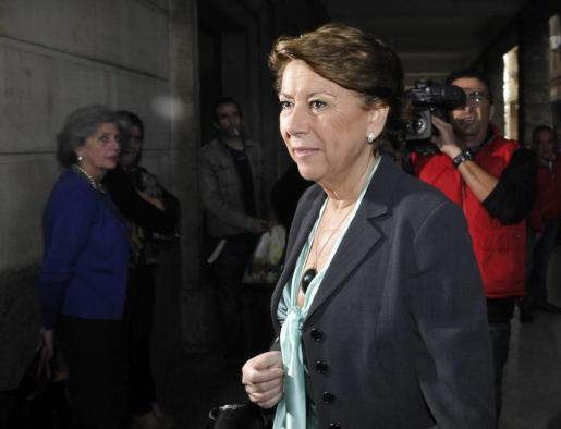 La exministra de Fomento Magdalena Álvarez, a su llegada a los Juzgados de Sevilla para comparecer por segunda vez ante la juez que instruye los ERE fraudulentos, Mercedes Alaya, el pasado 7 de noviembre.