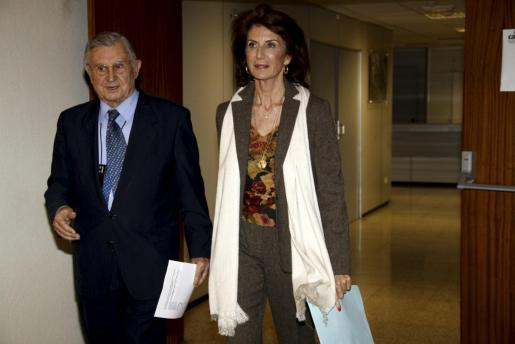 Carmen Planas y Josep Oliver, a su llegada a la sede de la CAEB.