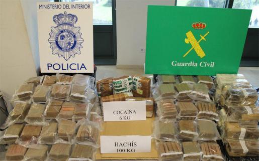 La operación se ha saldado con ocho detenidos y más de cien kilos de droga incautados.