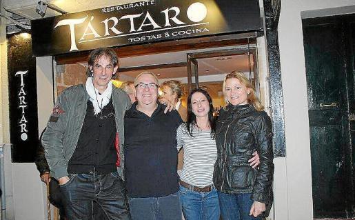 Tomeu Frau, Antonio Ripoll, el chef; Paquita Sbert y María Antonia Ferragut.