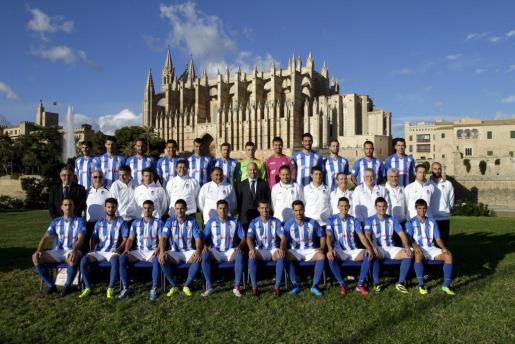 La plantilla del Atlètic Balears, durante su presentación oficial en noviembre de 2013.