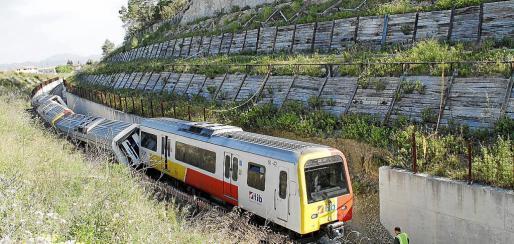 Descarrilamiento. A las 6.43 horas del 19 de mayo de 2010, el tren de Manacor chocó contra un muro de hormigón junto a la estación de Sineu. El maquinista resultó herido crítico, 11 personas fueron hospitalizadas y más de 20 pasajeros, atendidos.