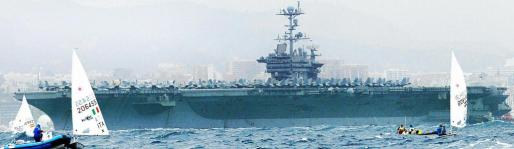 El portaaviones norteamericano fondeará en la bahía de Palma durante cinco días.