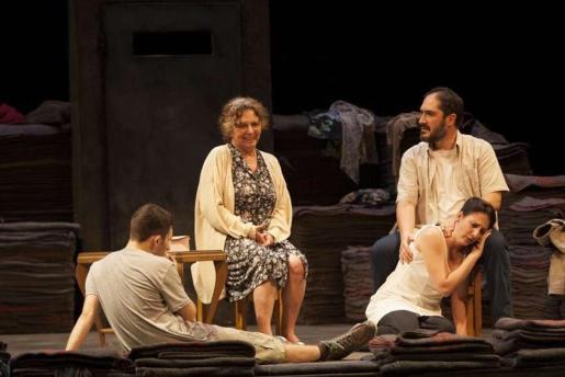 'Emilia' es una producción de PTC Teatro bajo la dirección de Claudio Tocalchir.
