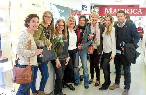 Ester Gaví, Celia Bauzá, Antonia Serra, Marga Aleñar, Enma Escandell, Christine Briggs, Dulce Jaume y Alex Justamente.