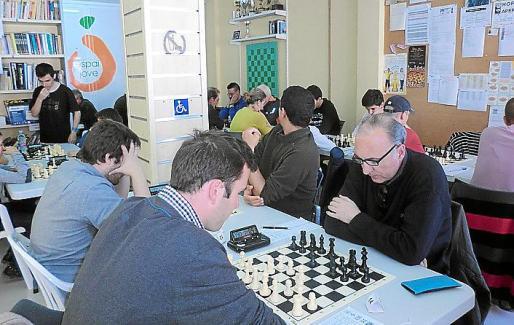 Imagen de una partida entre Quatre Torres y Axedrez Yebisah.