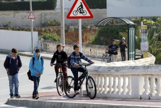 A partir del 9 de mayo los menores de 16 años estarán obligados a llevar casco en la bicicleta cuando circulen por casco urbano.