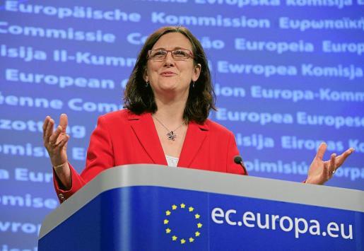 EFE - BÉLGICA-UE-TÚNEZ - POL - TREATIES & INTERNATIONAL ORGANIS - BEL03 BRUSELAS (BELGICA) 01/04/2011.- La comisaria europea de Interior, Cecilia Malmstrom , durante la rueda de prensa celebrada para informar de su visita a Túnez, en la sede de la Comisión Europea (CE) en Bruselas (Bélgica), hoy, viernes, 1 de abril de 2011. Malmstrom aseguró que la CE está preparada para ayudar a Italia a repatriar a los miles de inmigrantes tunecinos llegados a la isla de Lampedusa en las últimas semanas. Alrededor d