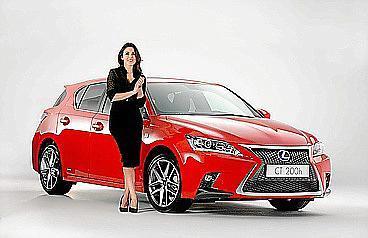 La marca entregó el vehículo a la actriz en el 'Concentrated Luxury'.