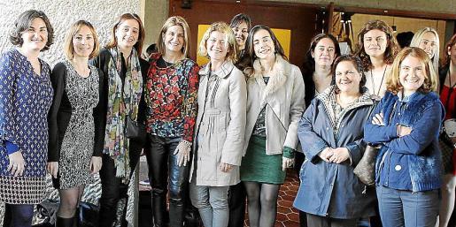 Marata Nacarino, Eva Martínez, Teresa Darder, Mª Magdalena Homar, Mónica Company, Marga Dodero, Marga Mestre, Verónica Miró, Leticia Bernat, Antònia Suau y María Antònia Rubert.