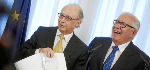 Cristóbal Montoro y Manuel Lagares presentaron a mediados de marzo el informe de la comisión de expertos.