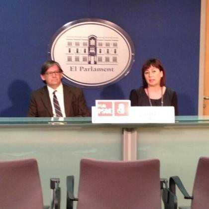 Francina Armengol y Vicenç Thomàs, durante la rueda de prensa de esta mañana.