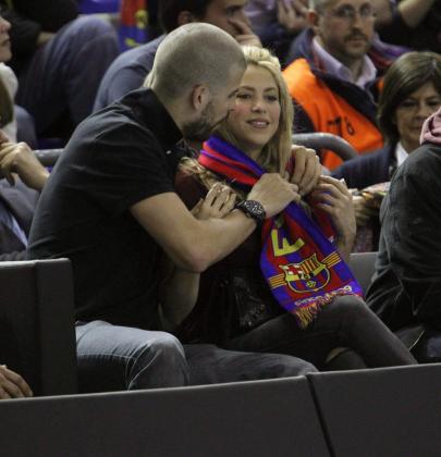 Shakira y Piqué disfrutando del juego del Barça.