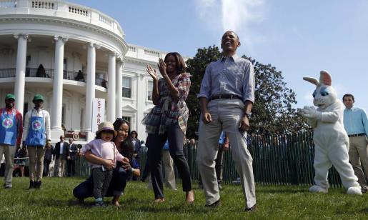 El presidente Barack Obama, junto a su mujer Michelle, en la tradicional carrera de los Huevos de Pascua.